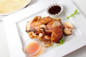 香港風鶏もも肉のパリパリ揚げ (薄皮包み)